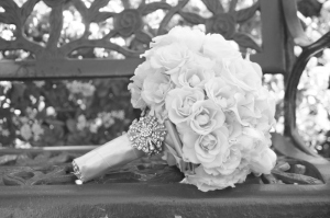 vintage-ivory-bouquet-bench